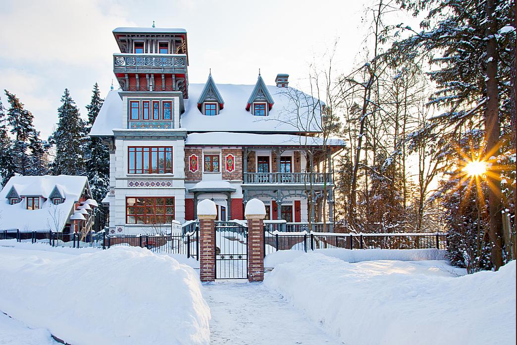 Дом Таленс в КП Довиль, вид со стороны башни, зима