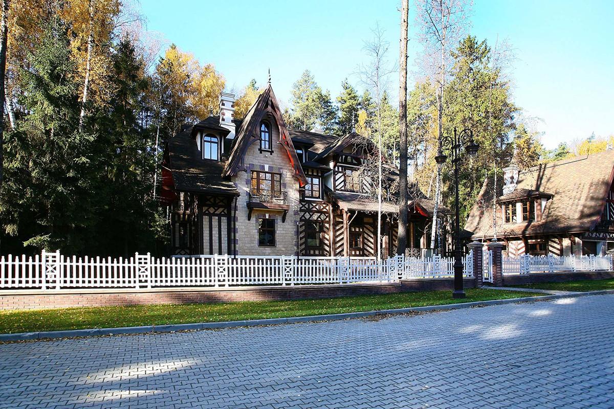 Дом 209 по проекту Дансон в поселке Довиль (Одинцово-2)