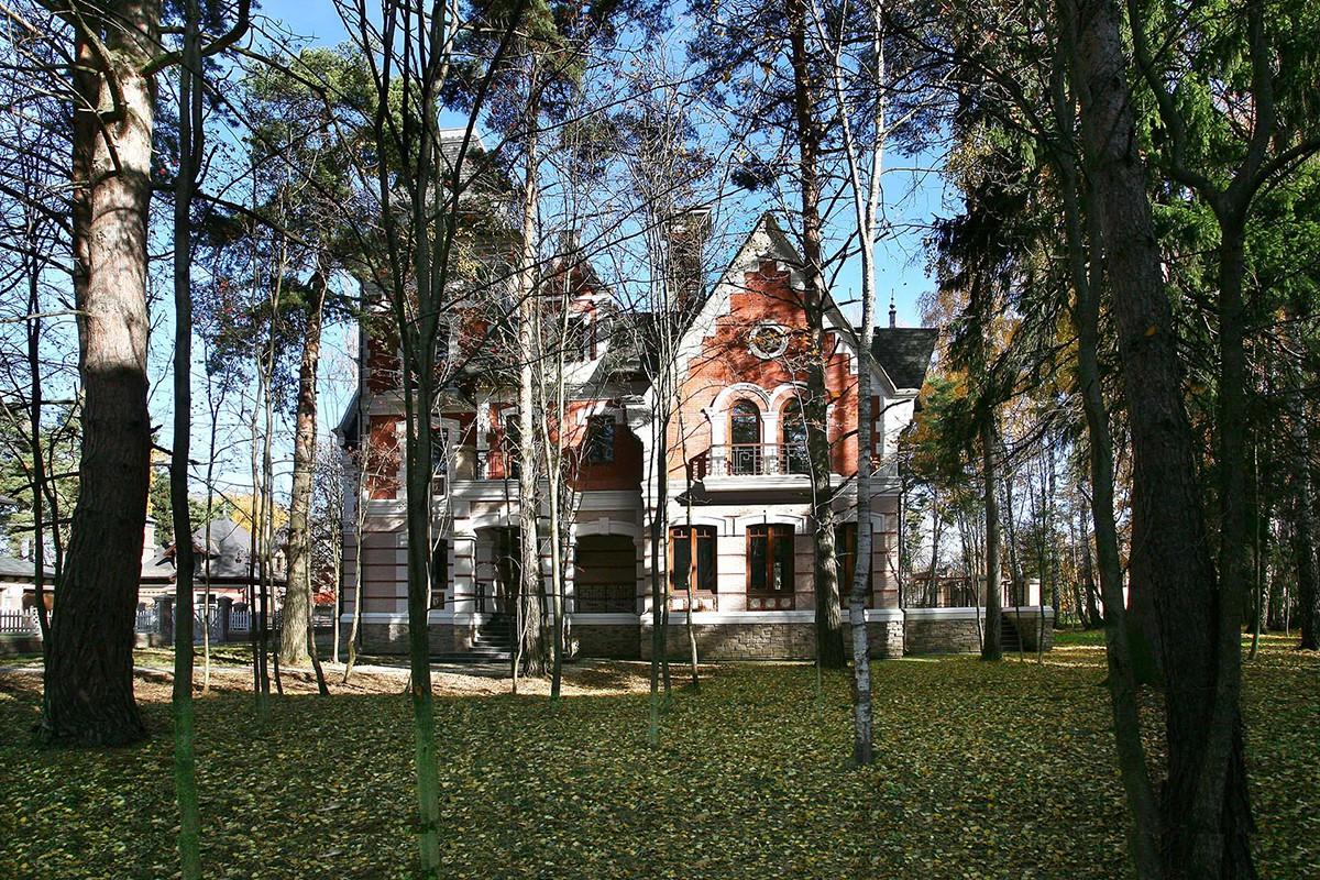 Коттедж 216 в поселке Довиль, вид с внутреннего двора