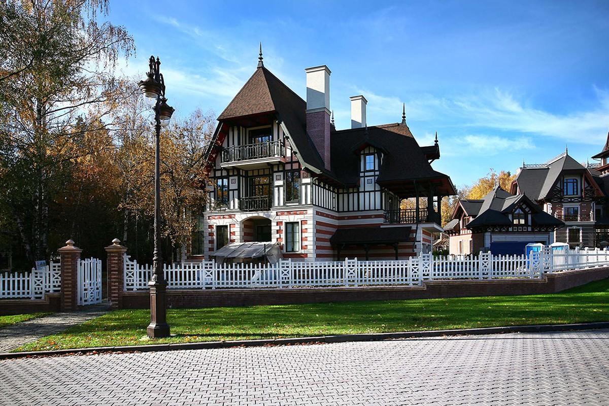 Дом Ормаль в КП Довиль, парадный вход