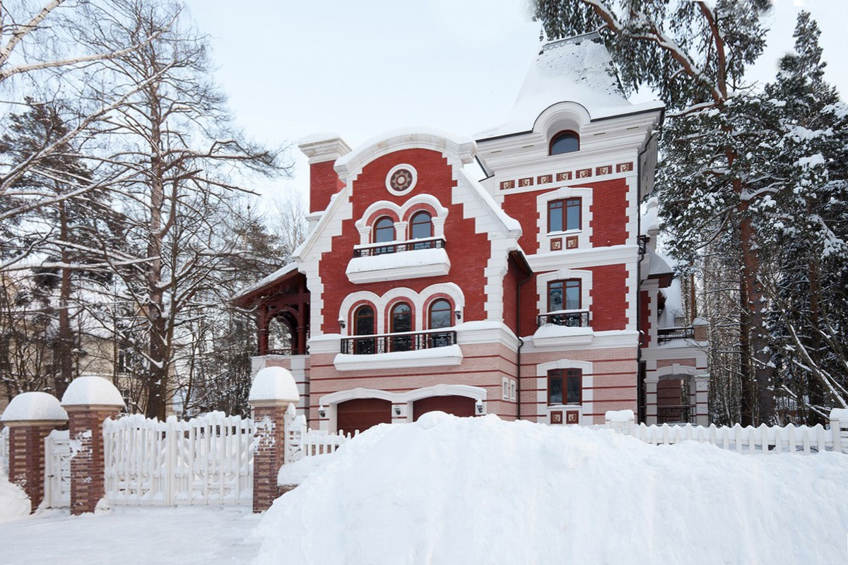 Зимнее фото коттеджа 216 по проекту Аверон, КП Довиль