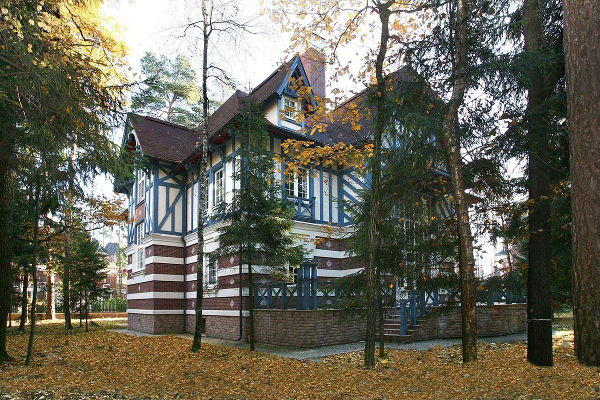 Дом 115 по проекту Монпелье в Довиле, вид сбоку