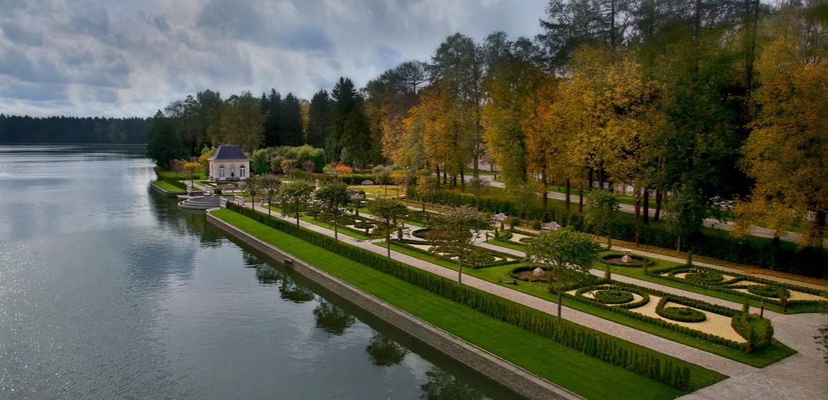 Французский парк поселка Довиль в Подмосковье