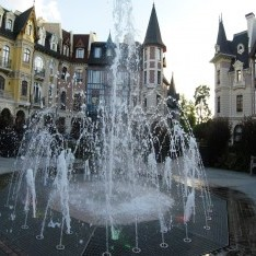 Площадь с фонтаном кп Довиль