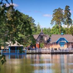 Кафе у озера, поселок Довиль