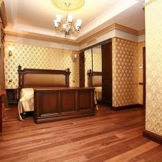 Спальня в золотых тонах, таун 526, КП Довиль