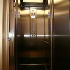 Лифт в таунхаусе 526 в коттеджном поселке Довиль