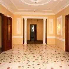 Холл с отделкой дома 115 в КП Довиль