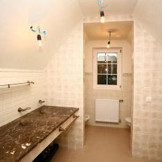 Ванная комната мансарды дома Монпелье