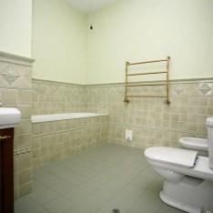 Ванная комната на первом этаже дома Монпелье