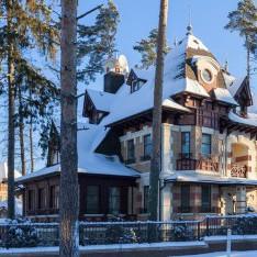 Дом в окружении сосен в КП Довиль