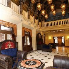 Холл первого этажа в доме 420, поселок Довиль