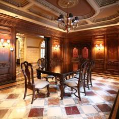 Главная столовая в доме 420 в поселке Довиль