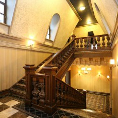 Лестница на мансарду дома 420 в поселке Довиль
