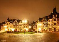 Главная площадь ночью в КП Довиль