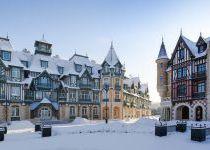 Главная площадь поселке Довиль зимой
